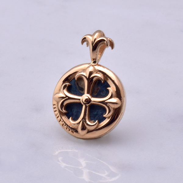 ST CROSS Charm 22K